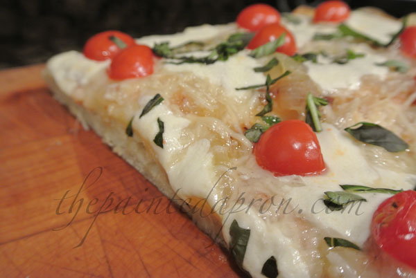 caprese pizza thepaintedapron.com