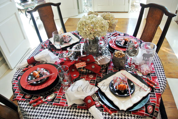 Alabama Crimson table thepaintedapron.com