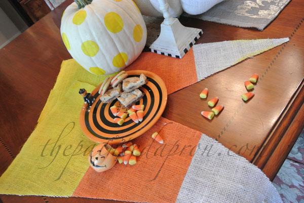 burlap candy corn mats 1 thepaintedapron.com