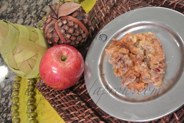 caramel apple pecan dessert cake thepaintedapron.com