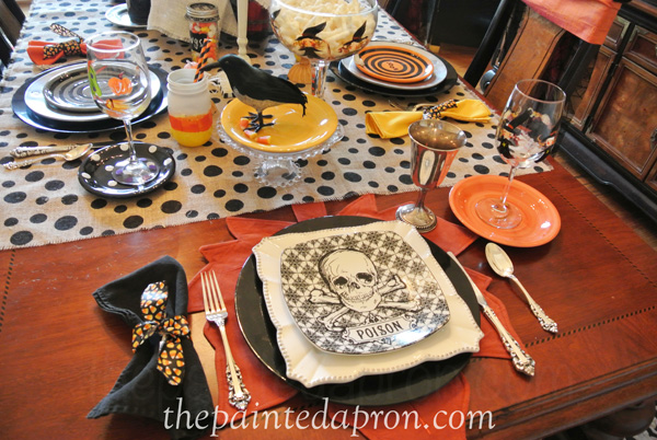 Halloween table 1 thepaintedapron.com