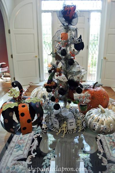 Halloween tree 1 thepaintedapron.com