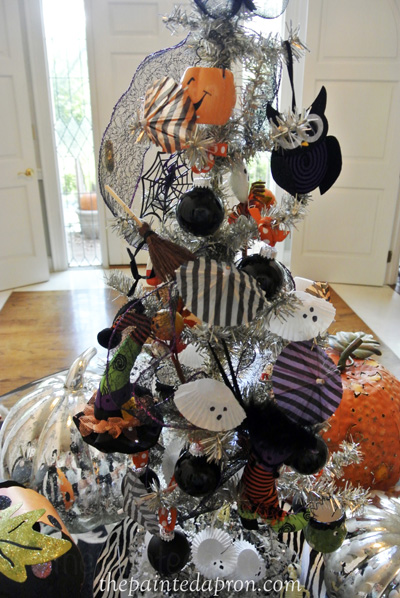 Halloween tree thepaintedapron.com