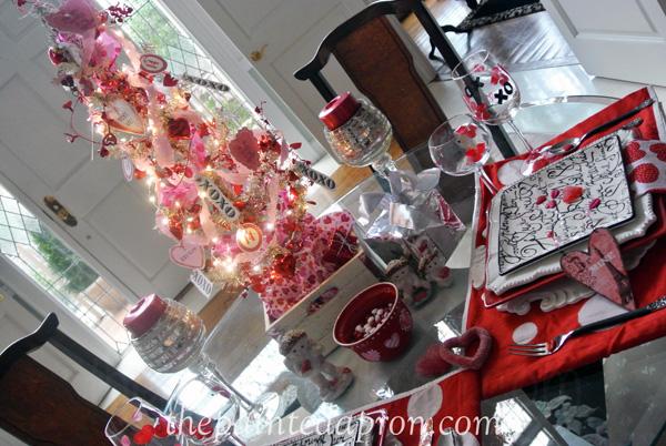 Valentine table 3 thepaintedapron.com