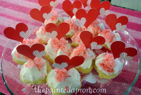 heart cupcakes thepaintedapron.com