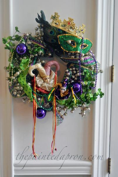 mardi gras wreath 2 thepaintedapron.com