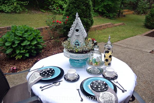 polka dot birdhouse garden table thepaintedapron.com