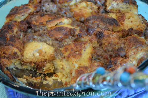 cinnamon roll bread pudding thepaintedapron.com