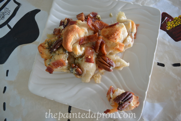 blue cheese bacon biscuits thepaintedapron.com