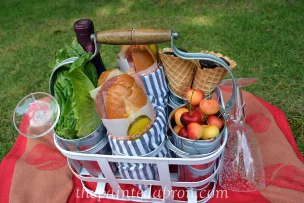 picnic tote thepaintedapron.com