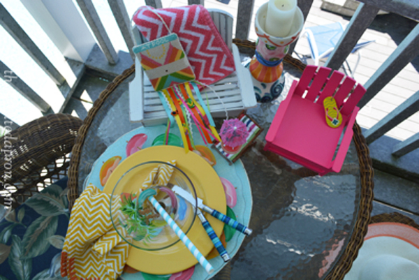 poolside table thepaintedapron.com