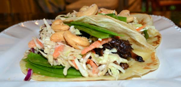 slaw topped tacos thepaintedapron.com
