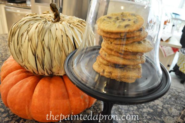 chocolate chip cookies thepaintedapron.com