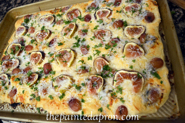 easy foccacia with figs and grapes thepaintedapron.com