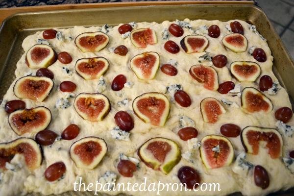 fig and grape foccacia thepaintedapron.com
