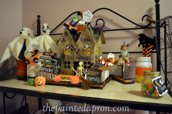 Halloween vignette thepaintedapron.com