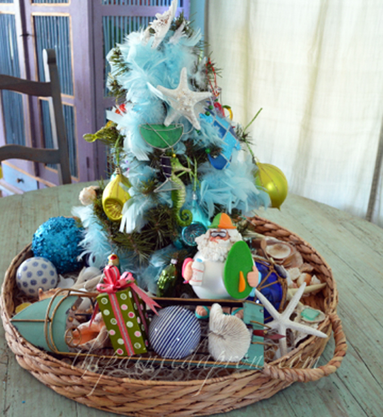 beach Christmas tree thepaintedapron.com