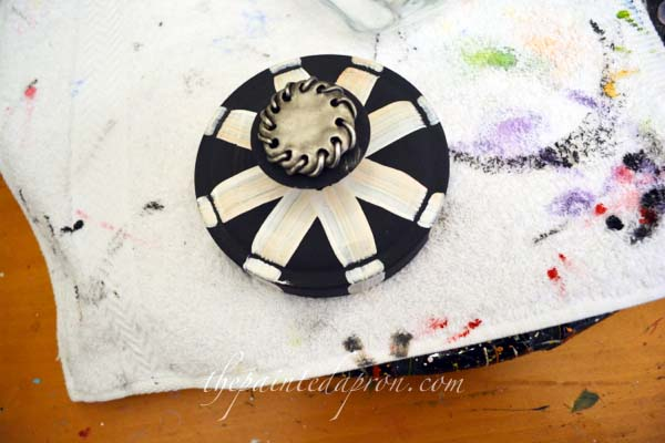 decorated lid thepaintedapron.com
