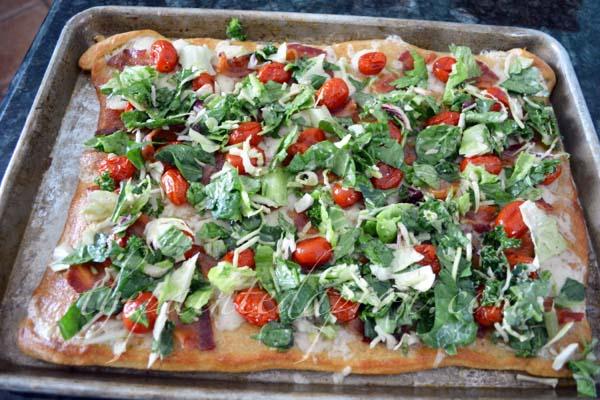 BLT flatbread 1 thepaintedapron.com