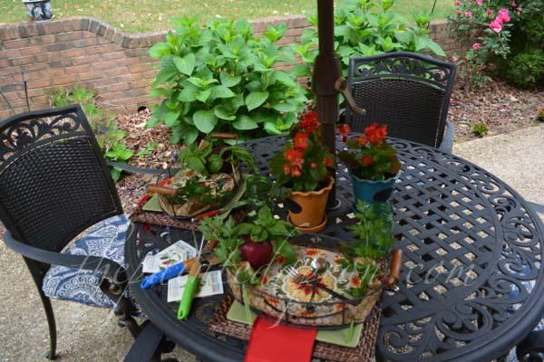 garden table 2 thepaintedapron.com