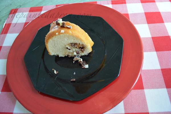 Snickers stuffed vanilla cake