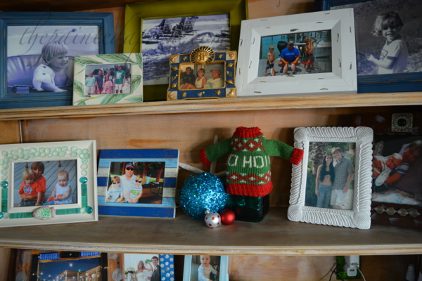 holiday-photo-shelf