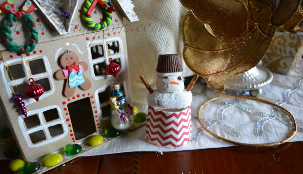 snowman-gingerbread-house