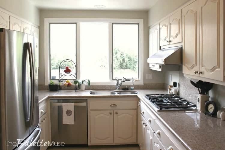 finished-painted-white-kitchen-cabinets-4