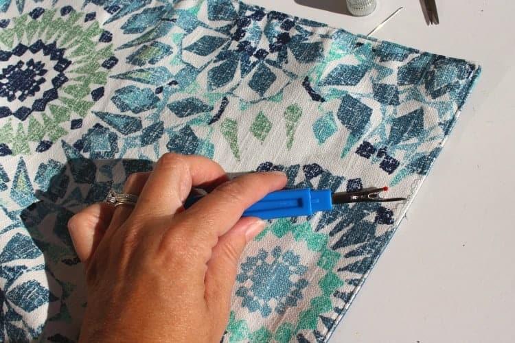placemat-pillows-ripping-seams