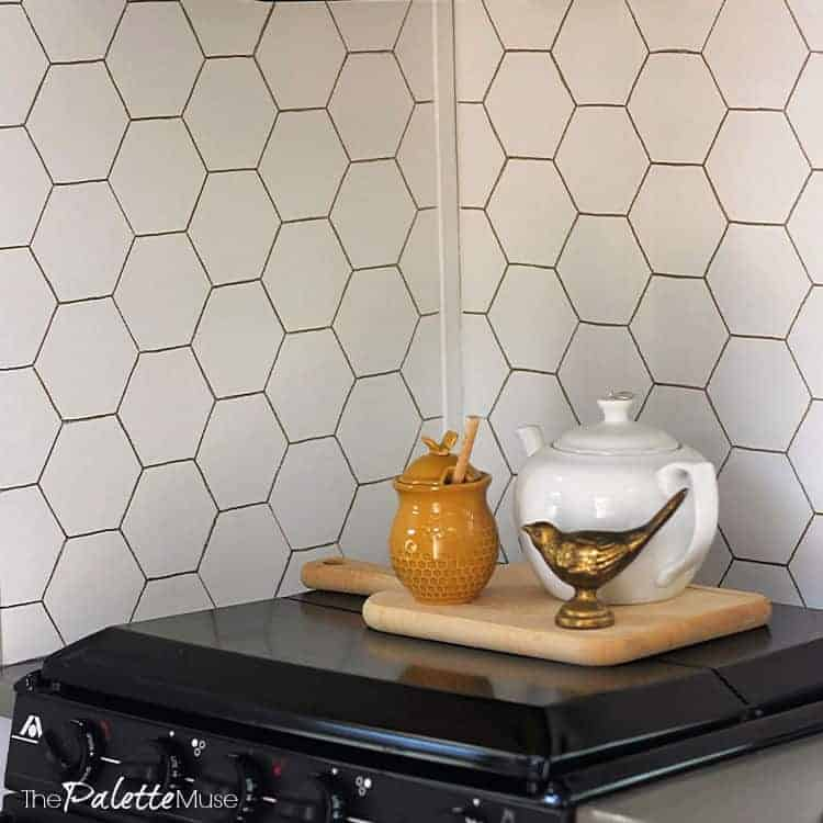 Make a statement with this DIY Gold Hex backsplash. All you need is a stencil and a Sharpie! #DIYdecor #stencil #backsplash #goldhex