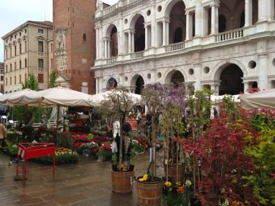 Flowers 4 Sale - Vicenza, IT   ©Tom Palladio Images