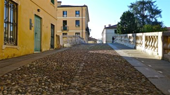 Cobblestone pavement cross Pte. San Michele - Vicenza, Italy | ©Tom Palladio Images
