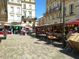 Open-air market scene - Libourne, France | ©Tom Palladio Images