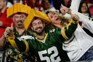 """Packers ask fans to link arms, Fans chant """"USA"""" instead"""