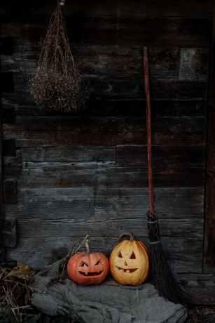 jack o lantern and broom