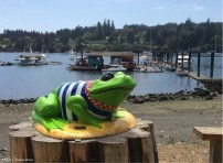 This frog was down by the waterfront where I went to enjoy the scenery