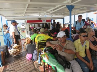 there were also food vendors on the boat.
