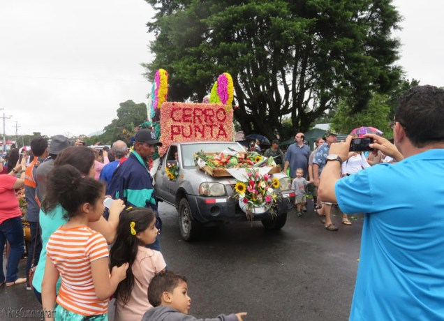 the parade wraps up with a vegetable truck from Cero Punta, the area of vegetable farms.