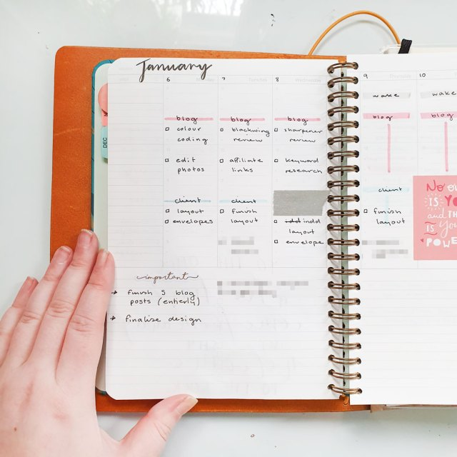 Image shows a weekly spread in the Mossery Academic Planner.