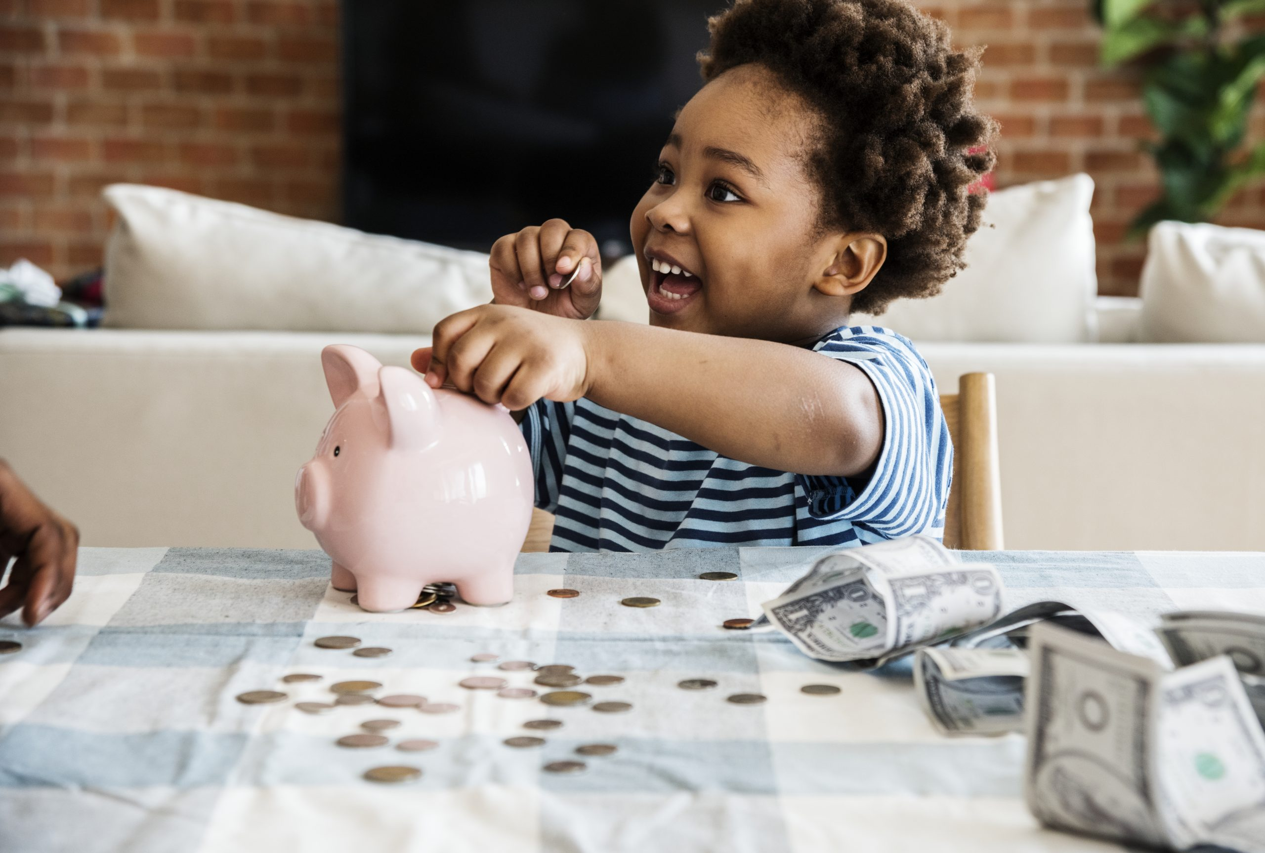How to Teach Your Kids to Manage Money at Any Age | Parent Cue Blog