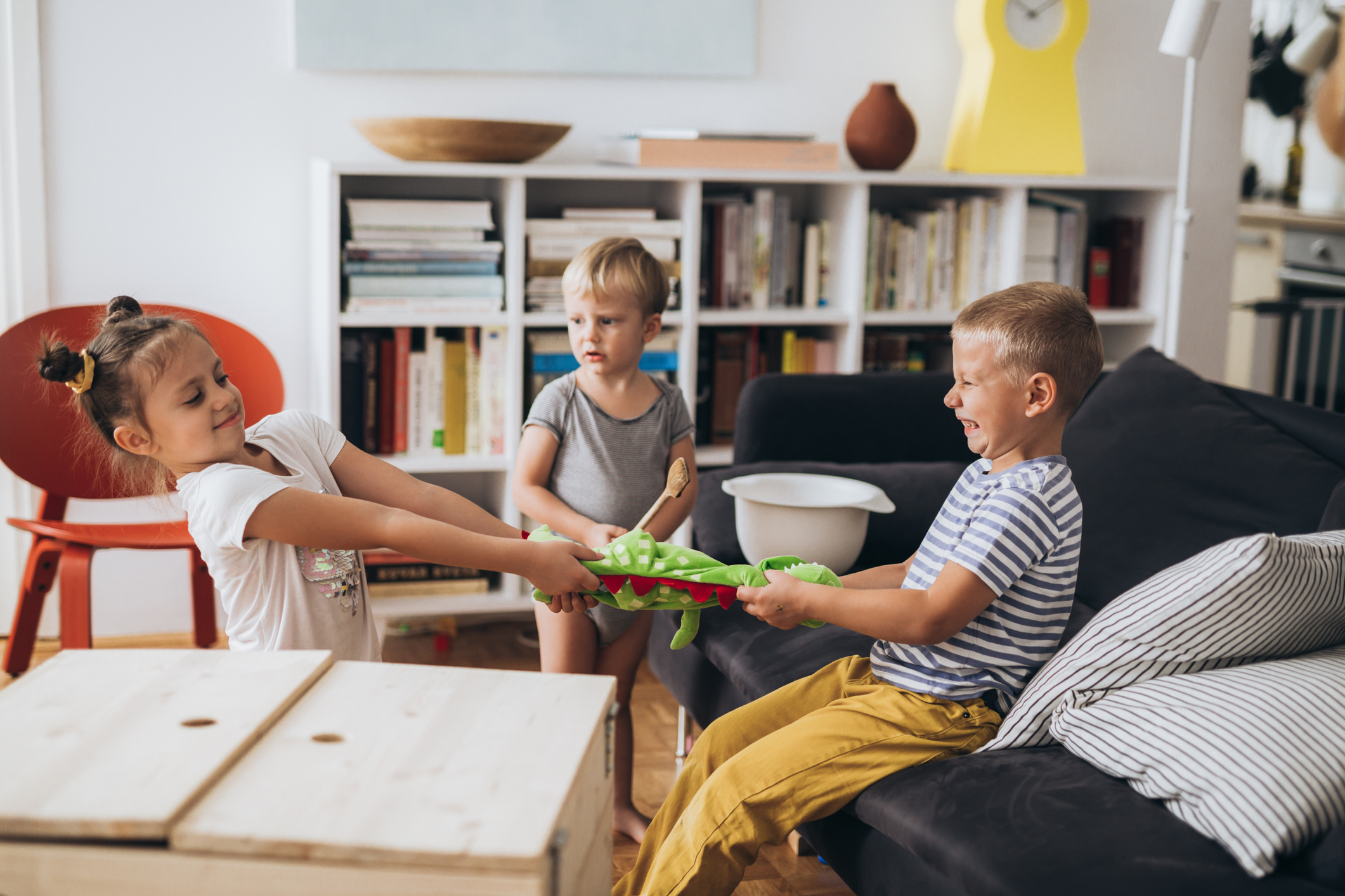 5 Ways to Work Through Sibling Rivalry | Parent Cue Blog