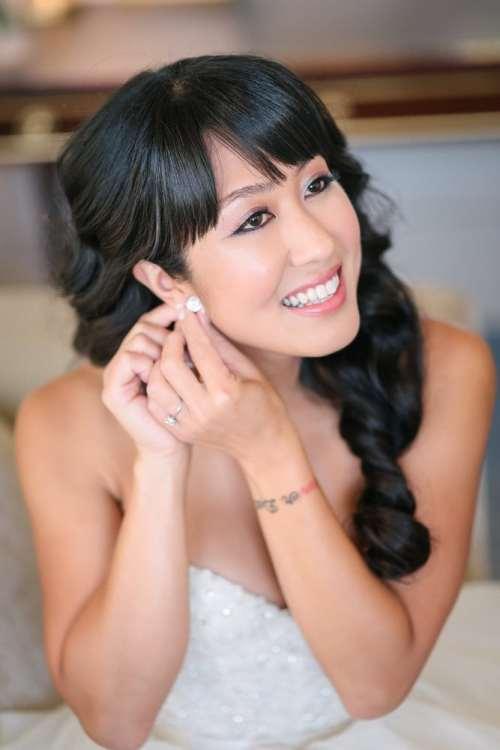 Paris elopement - Bride getting ready at Shangri La hotel in Paris - Wedding Planned by Rendez-Vous in Paris