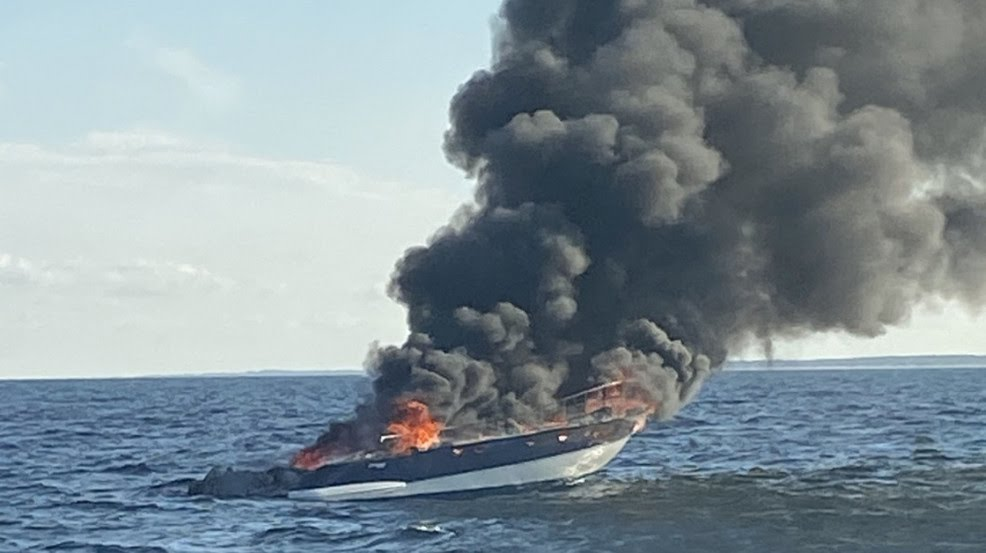 Four Persons Die as Boat Catches Fire