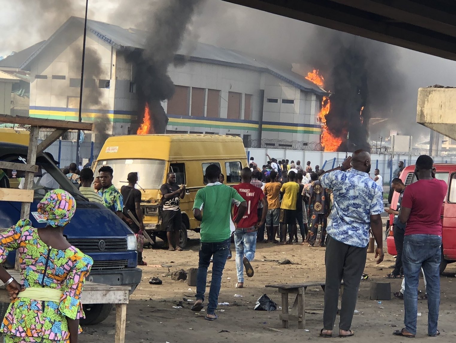 5 Feared Killed as Thugs Set Lagos Police Station