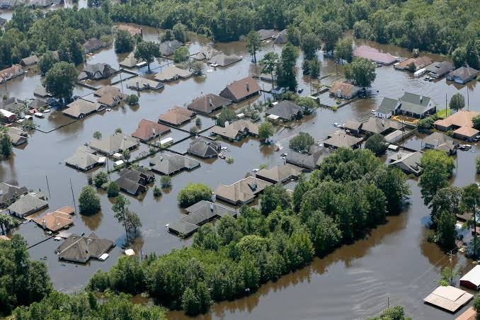 Hundreds Trapped on Rooftops amid Flood Disaster