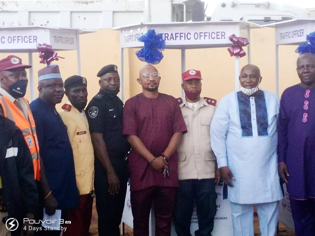 CNI Partners Epe Club, Donates Traffic Booths to Security Officers in Epe Division