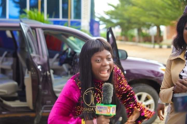 Oniduromi Crooner Gets a Car Gift after a Touching Ministration