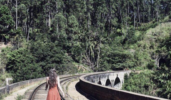 ella sri lanka train tracks