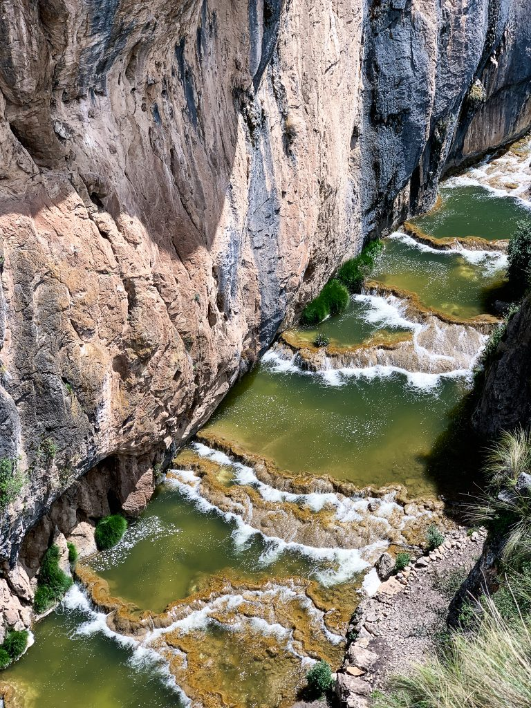 aguas turquesas de millpu peru