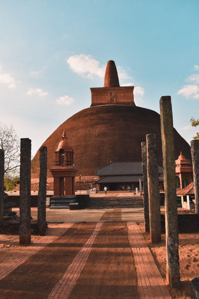anuradhapura sri lanka travel guide